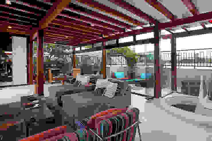 Terraço Varandas, alpendres e terraços modernos por Célia Orlandi por Ato em Arte Moderno