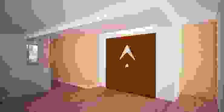 Recepción Oficina Pasillos, vestíbulos y escaleras de estilo moderno de Velasco Arquitectura Moderno Madera Acabado en madera