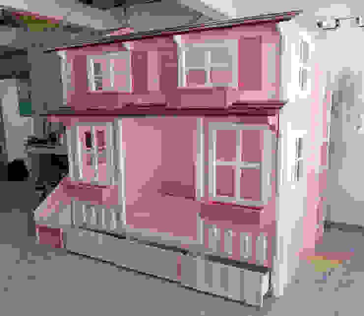 Bella casita que enamora de camas y literas infantiles kids world Clásico Derivados de madera Transparente