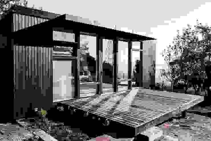 Estudio y casa de invitados lo cañas, terraza Balcones y terrazas modernos de MACIZO, ARQUITECTURA EN MADERA Moderno Madera Acabado en madera