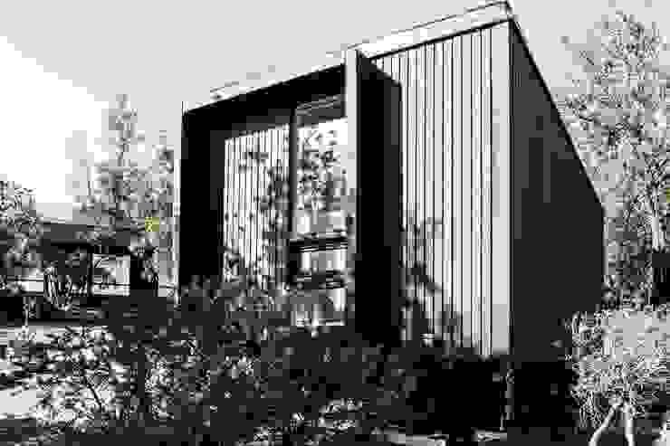 Estudio y casa de invitados lo cañas, Fachada poniente de MACIZO, ARQUITECTURA EN MADERA Moderno Madera Acabado en madera