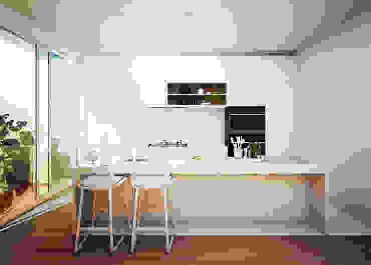 Cocina con barra Americana y patio Cocinas de estilo minimalista de S-AART Minimalista