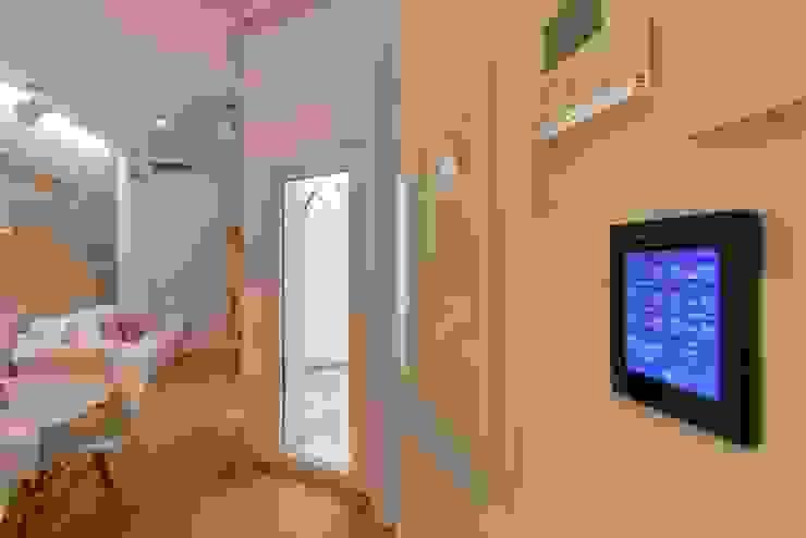 by Domonova Soluciones Tecnológicas para tu vivienda en Madrid Modern
