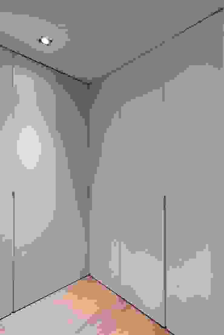 Studioapart Interior & Product design Barcelona Minimalist dressing room Wood