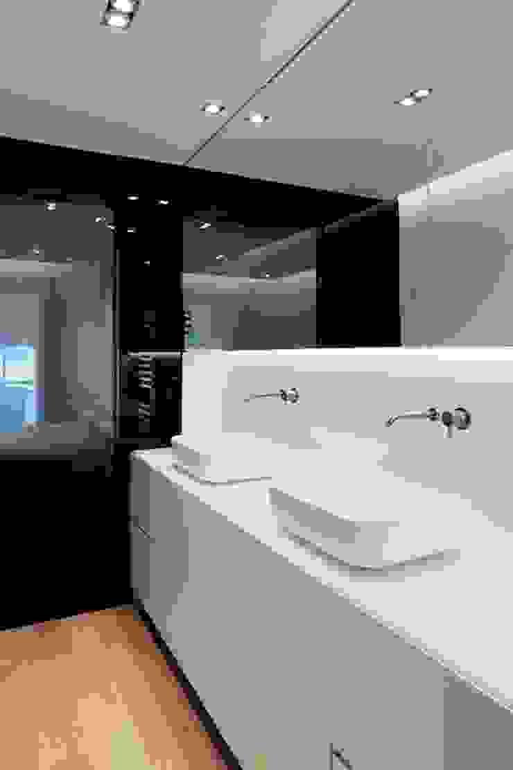 Studioapart Interior & Product design Barcelona Minimalist style bathroom Wood-Plastic Composite