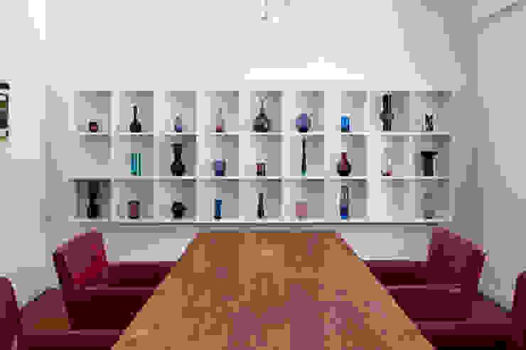 WEINKATH LIVING / Regale: modern  von Weinkath GmbH,Modern Holz-Kunststoff-Verbund
