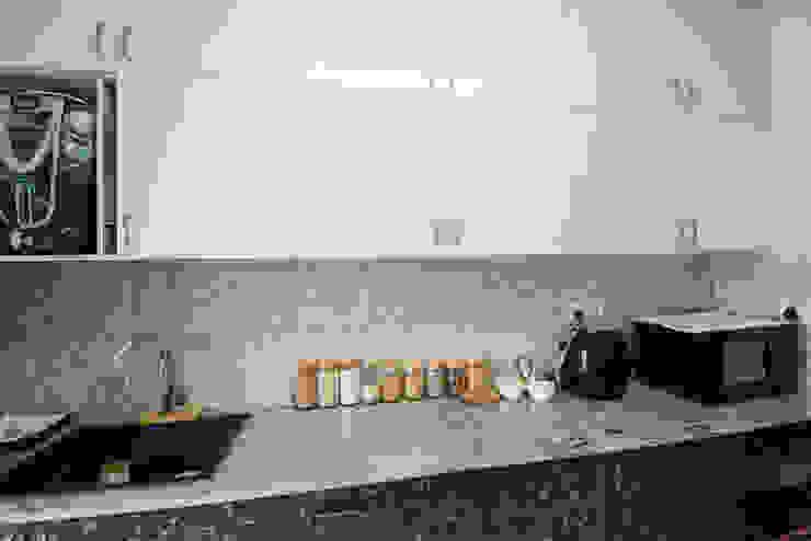 Minimalist Kitchen by Aikaa Designs by Aikaa Designs Minimalist