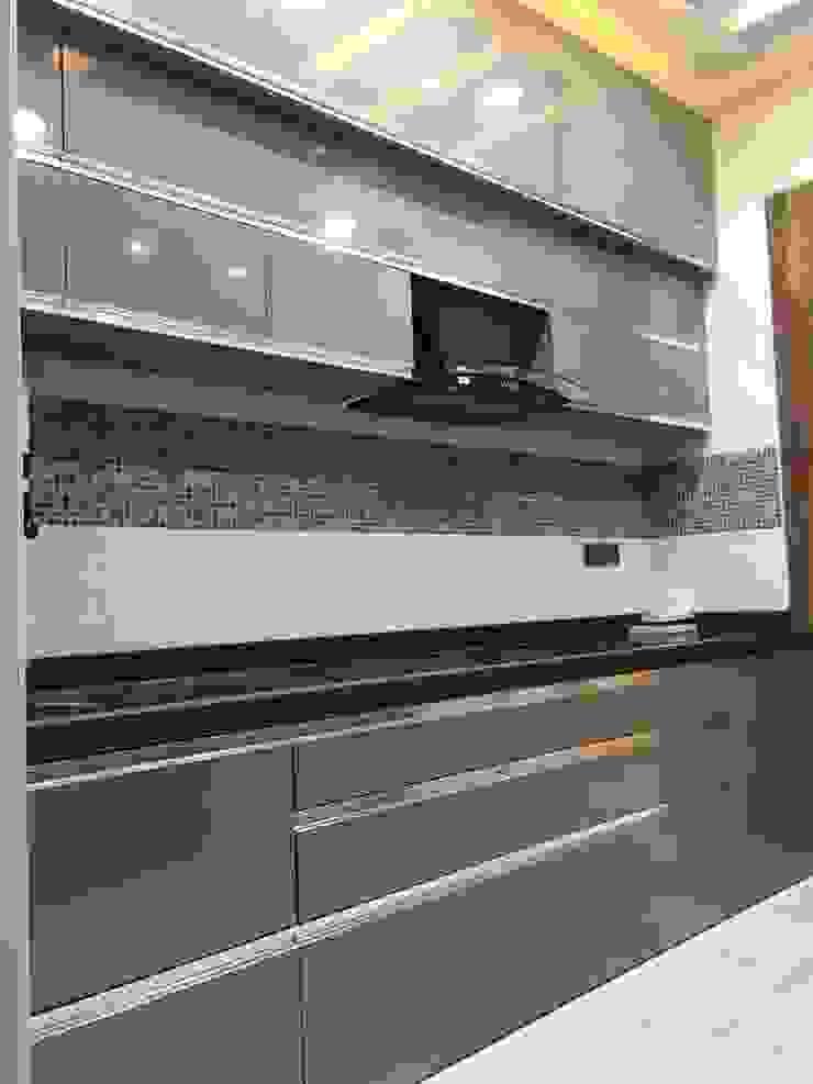 Mr. & Mrs. Nair House Project Modern kitchen by Six Elms Interiors Modern