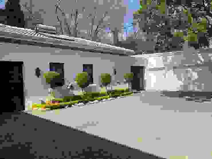 Rumah Klasik Oleh CS DESIGN Klasik