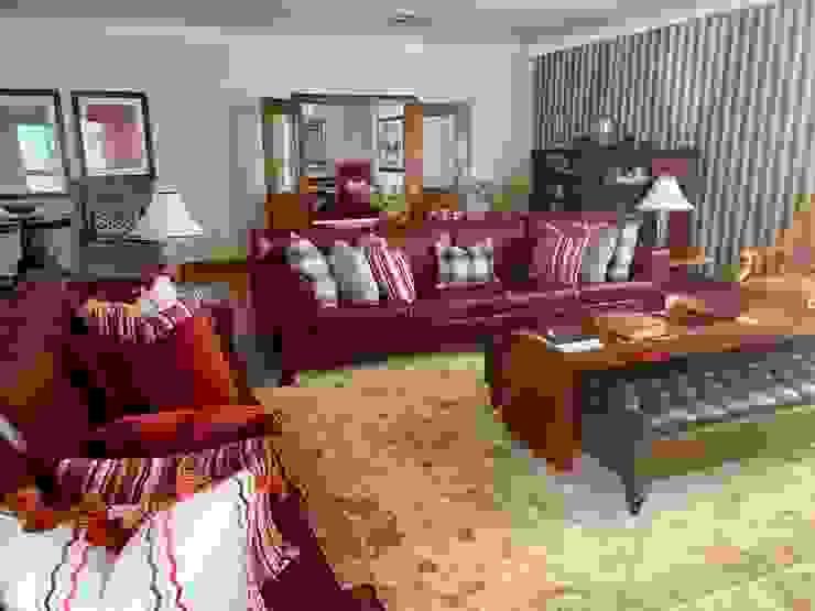 Ruang Keluarga Klasik Oleh CS DESIGN Klasik