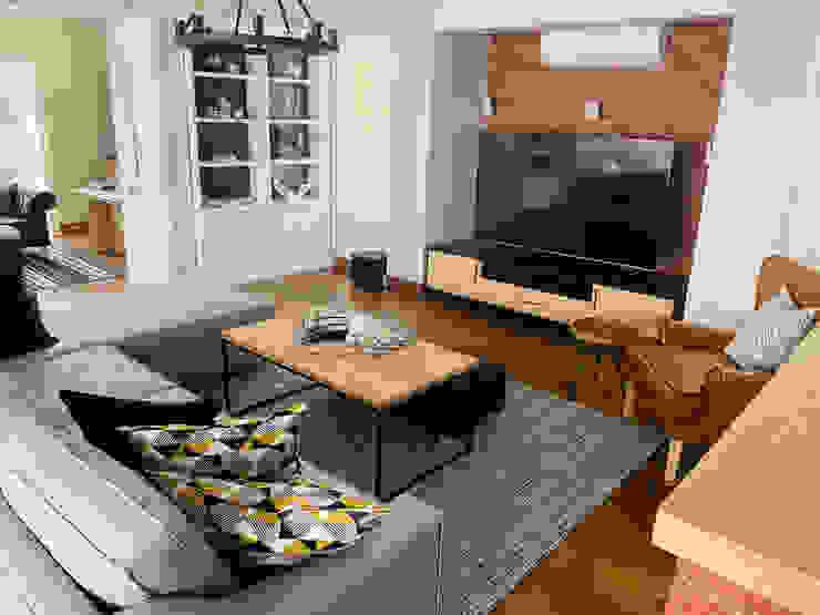 Custom furniture Modern living room by CS DESIGN Modern