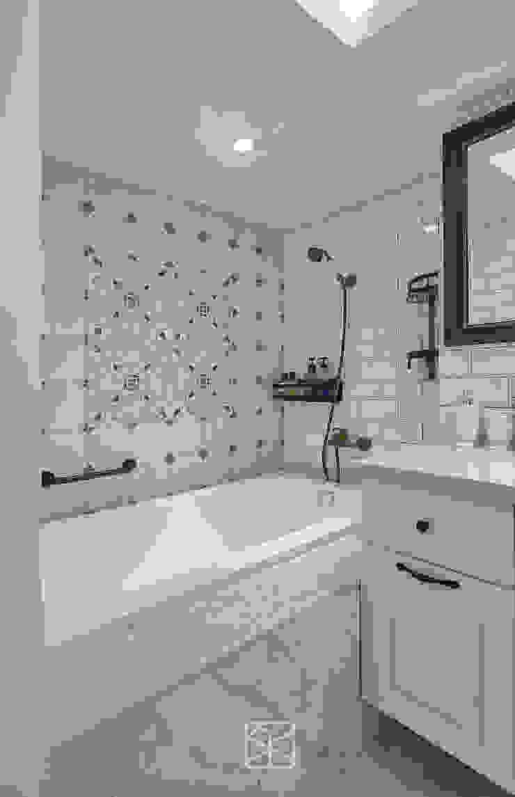 Baños de estilo clásico de 禾廊室內設計 Clásico