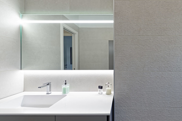 BEIGE IS THE NEW WHITE Bagno moderno di GruppoTre Architetti Moderno