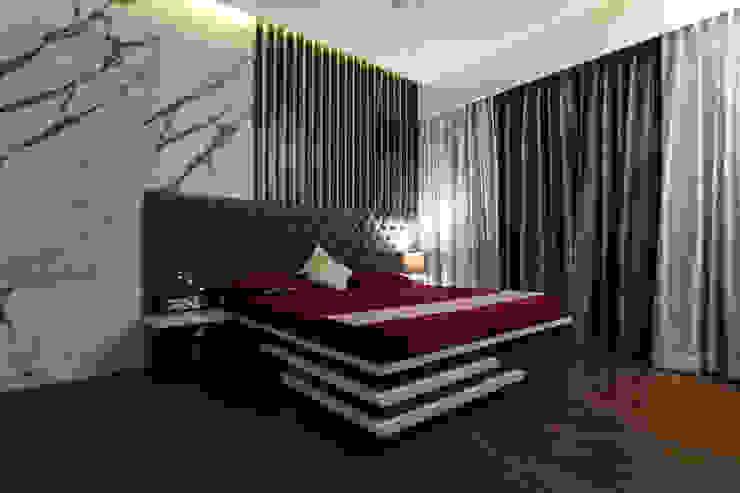 Classic Interior of Kumar Sienna, Magarpatta. Modern style bedroom by AARAYISHH (Mumbai & Pune) Modern