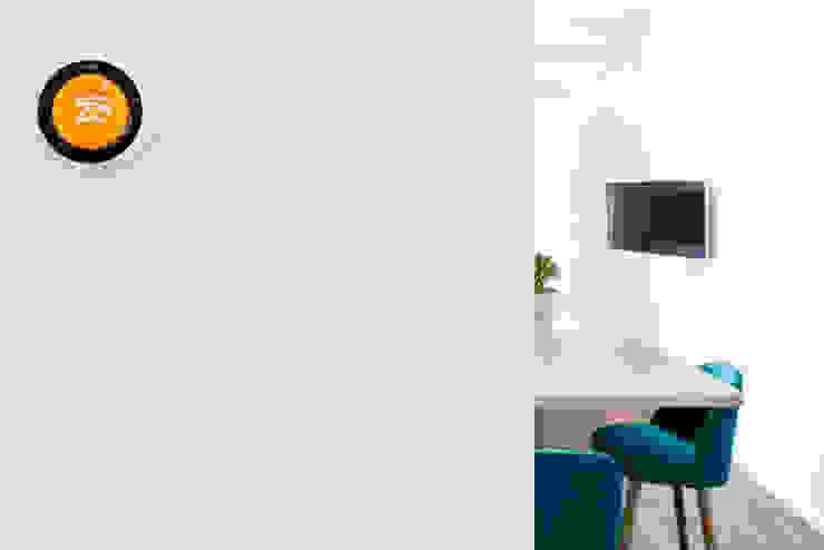 CASA A. Ingresso, Corridoio & Scale in stile minimalista di GruppoTre Architetti Minimalista