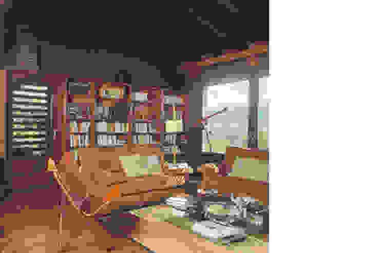 Salón con biblioteca Salones rústicos de estilo rústico de SANTI VIVES ARQUITECTURA EN BARCELONA Rústico Madera Acabado en madera