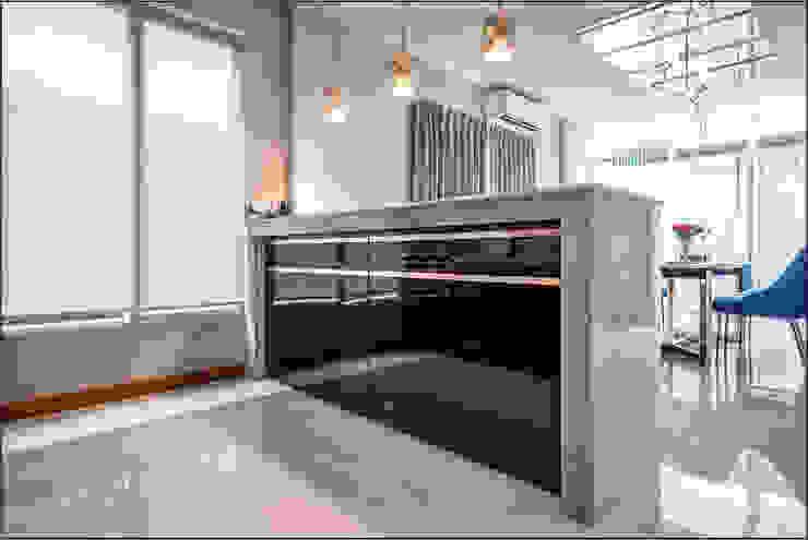 เรียบง่าย ลงตัว @วรารมย์ พรีเมี่ยม จตุโชติ: ทันสมัย  โดย BAANSOOK Design & Living Co., Ltd., โมเดิร์น