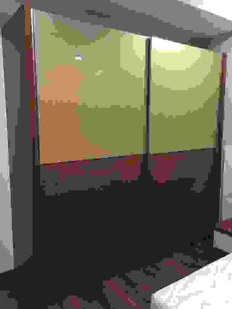 Sliding Wardrobe by Hoop Pine Hoop Pine Interior Concepts BedroomWardrobes & closets Plywood Multicolored