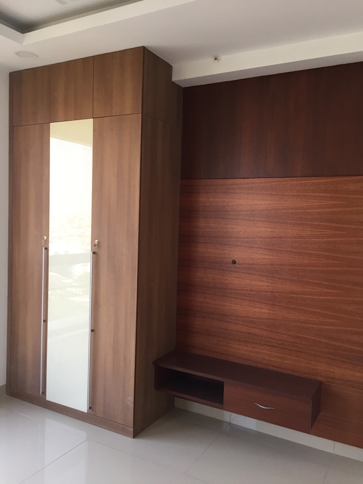 Bedroom Wardrobe with TV Unit Hoop Pine Interior Concepts BedroomWardrobes & closets Plywood Wood effect
