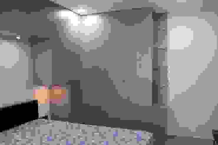 Bedroom wardrobes in Chennai Hoop Pine Interior Concepts BedroomWardrobes & closets Plywood Grey