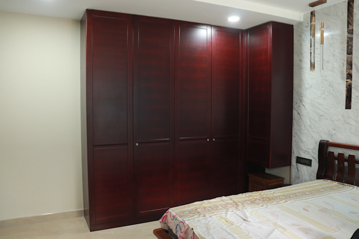 Luxury wardrobe in Teak wood: classic  by Hoop Pine Interior Concepts,Classic Wood Wood effect