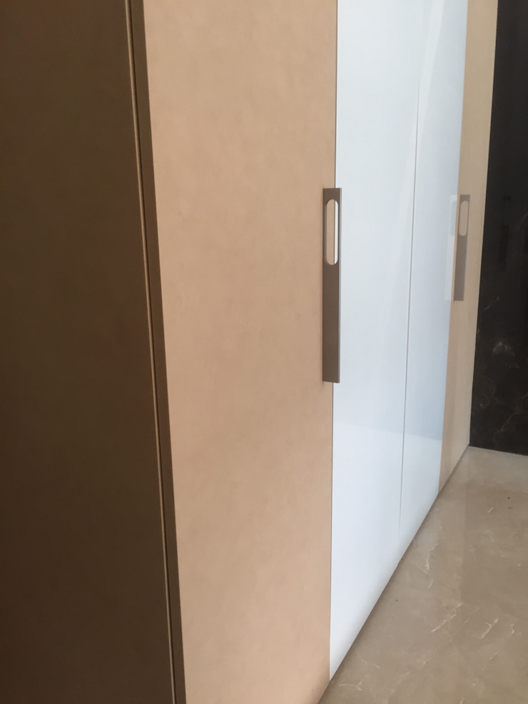 Elegant Wardrobes by Hoop Pine, Chennai Hoop Pine Interior Concepts BedroomWardrobes & closets Plywood Multicolored