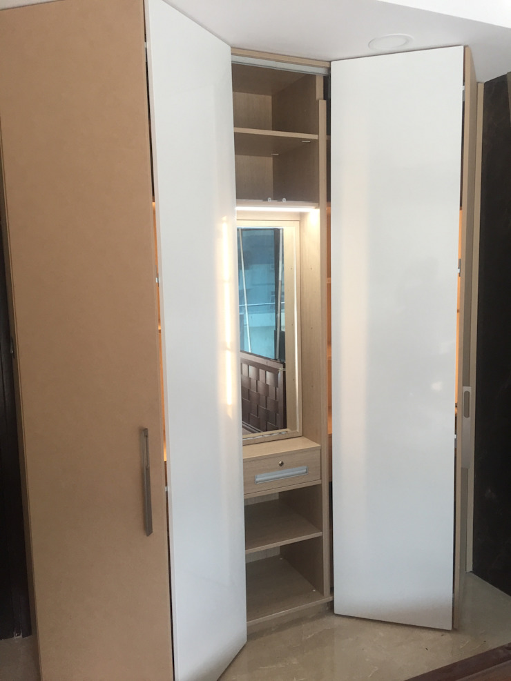Wardrobe with internal dresser and Lighting Hoop Pine Interior Concepts BedroomWardrobes & closets Plywood Multicolored