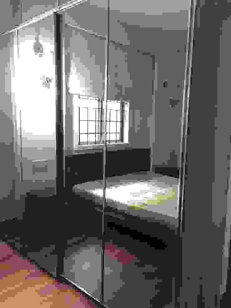 Wardrobe in Glass Hoop Pine Interior Concepts BedroomWardrobes & closets Glass Metallic/Silver