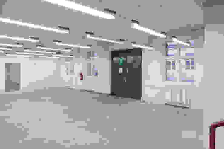 VORHER Moderne Bürogebäude von _WERKSTATT FÜR UNBESCHAFFBARES - Innenarchitektur aus Berlin Modern