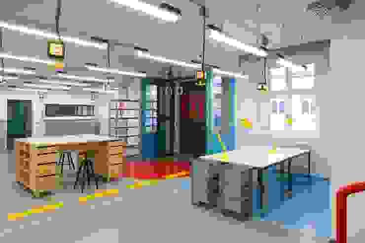 MOBILE MÖBEL Moderne Bürogebäude von _WERKSTATT FÜR UNBESCHAFFBARES - Innenarchitektur aus Berlin Modern