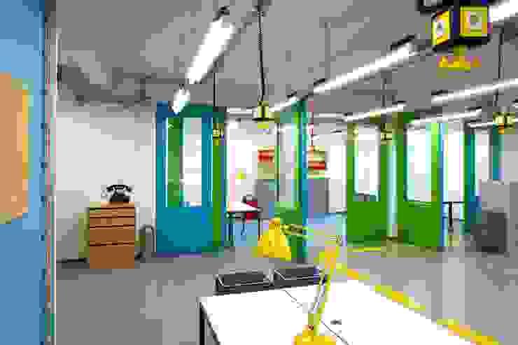 MOBILE WÄNDE Moderne Bürogebäude von _WERKSTATT FÜR UNBESCHAFFBARES - Innenarchitektur aus Berlin Modern