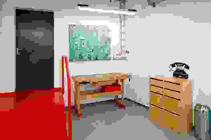 OBERPUTZINSTALLATION Moderne Bürogebäude von _WERKSTATT FÜR UNBESCHAFFBARES - Innenarchitektur aus Berlin Modern