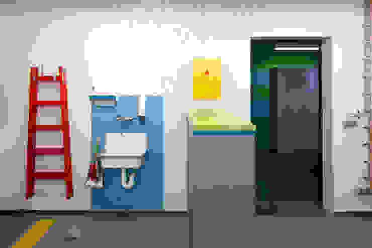 WANDGESTALTUNG Moderne Bürogebäude von _WERKSTATT FÜR UNBESCHAFFBARES - Innenarchitektur aus Berlin Modern