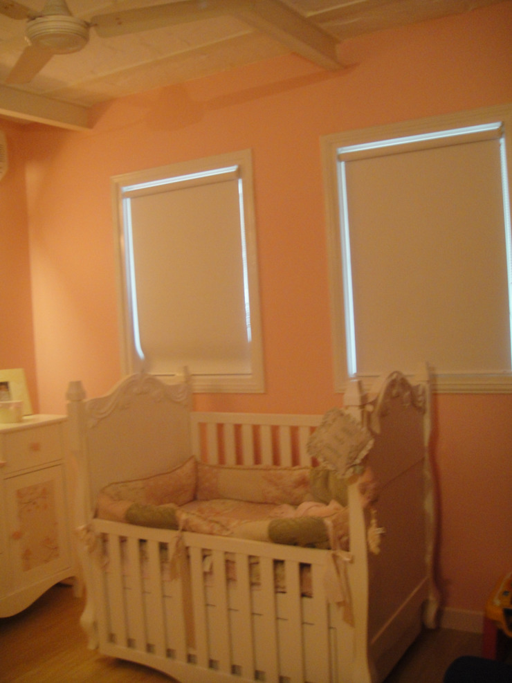 new born baby room Colonial style nursery/kids room by Tanish Dzignz Colonial