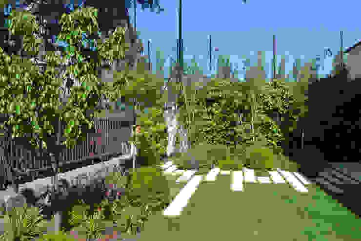 Evolución del jardín Jardines de estilo moderno de Irati Proyectos Moderno