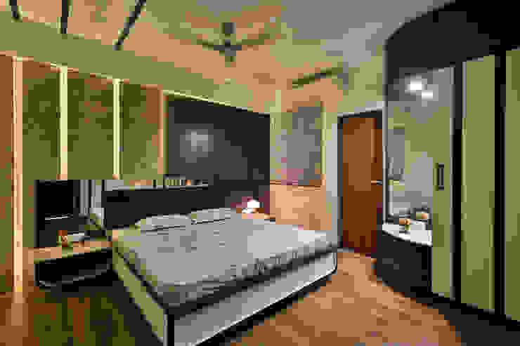 Master bedroom:  Small bedroom by AARAYISHH (Mumbai & Pune),Modern