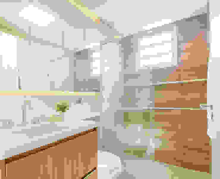 MOOD- Apartamento Interlagos: Banheiros  por Estudio MOOD,Minimalista