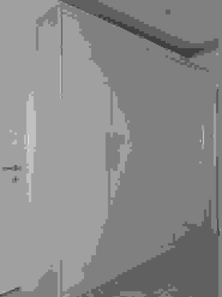 de Erim Mobilya Moderno Derivados de madera Transparente