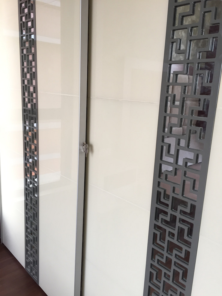 Sliding wardrobe with lock in Chennai: modern  by Hoop Pine Interior Concepts,Modern Plywood