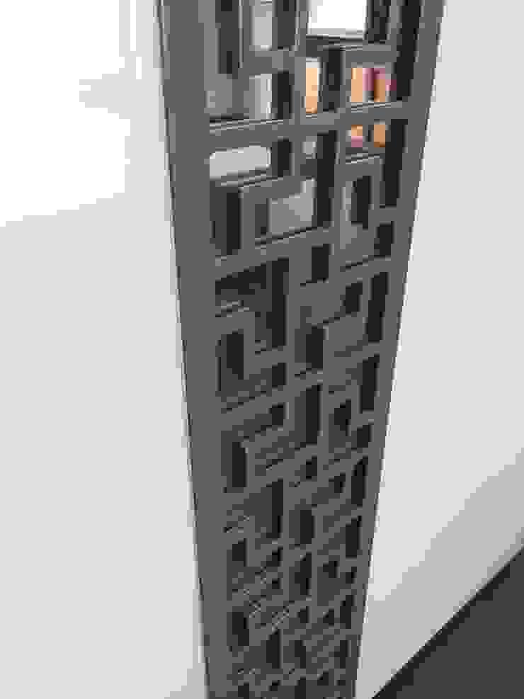 Intricate Wardrobe design - Jalli work with Mirror: modern  by Hoop Pine Interior Concepts,Modern Plywood