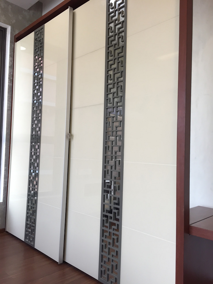 Sliding wardrobe in Chennai: modern  by Hoop Pine Interior Concepts,Modern Plywood