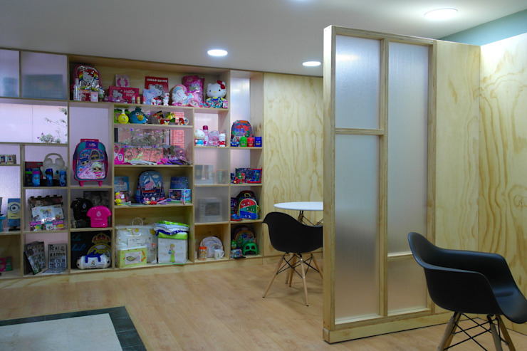 entrearquitectosestudio Modern corridor, hallway & stairs Solid Wood Wood effect