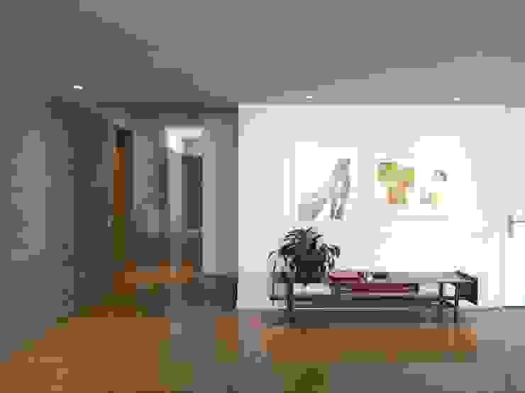 Hall de acceso Pasillos, vestíbulos y escaleras de estilo moderno de entrearquitectosestudio Moderno Madera Acabado en madera