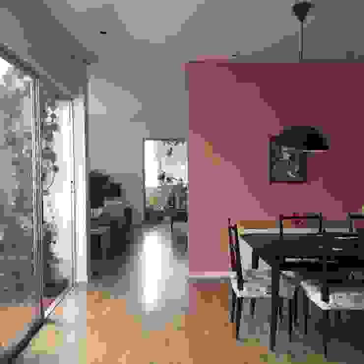 Comedor y Terraza entrearquitectosestudio Comedores de estilo moderno Madera Rosa