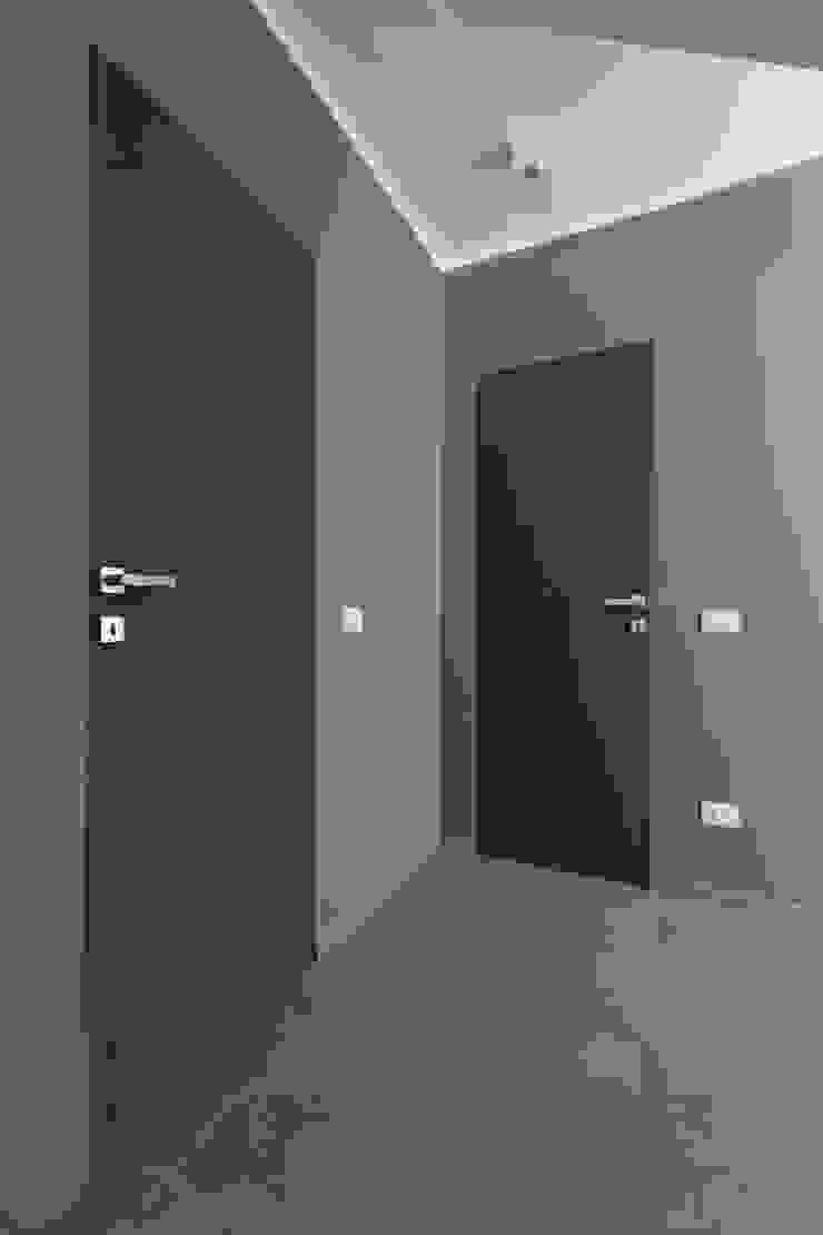 Disimpegno LM PROGETTI Ingresso, Corridoio & Scale in stile moderno