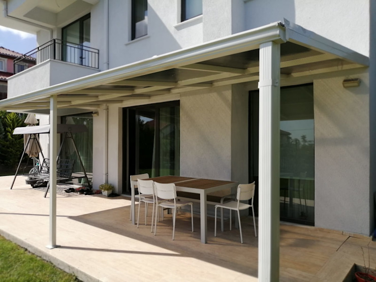 Yapısan Cephe Sistemleri Moderner Balkon, Veranda & Terrasse Eisen/Stahl Metallic/Silber