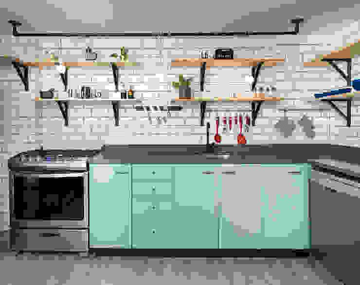 Cocina abierta de entrearquitectosestudio Moderno Madera Acabado en madera