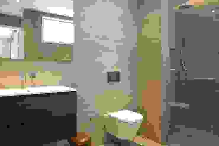 AGE/Alejandro Gaona Estudio Minimalist style bathroom Concrete Grey