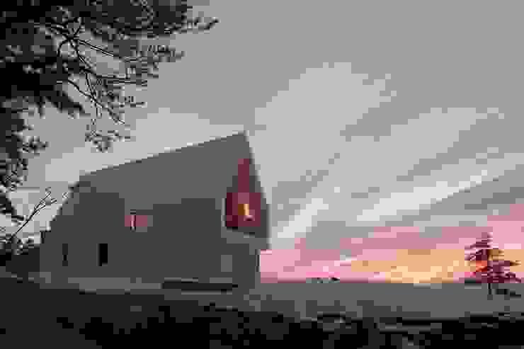 서측전경 / 일출: AEV Architectures (아으베아키텍쳐스)의  주택,미니멀