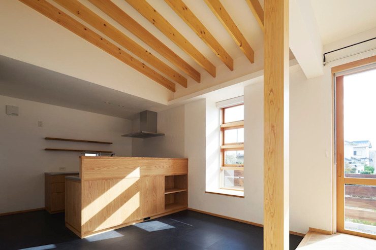 Scandinavian style dining room by ツジデザイン一級建築士事務所 Scandinavian Wood Wood effect